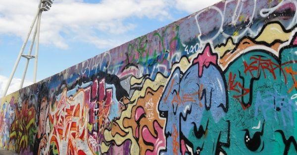 de Berlijnse muur plaatsen zodat de mensen niet meer ...