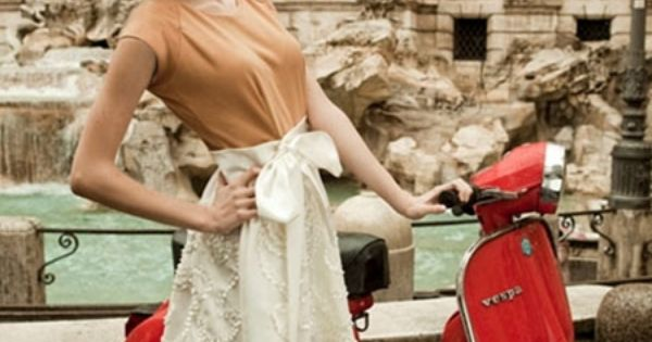 Vintage Vespa and the Trevi Fountain. Yes, Please.