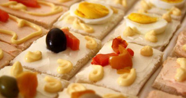 Aperitivos y entrantes f ciles con pan de molde for Canapes y aperitivos