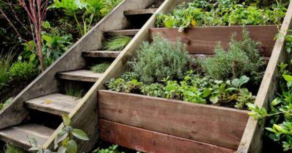 Un jardin en pente idees jardin pinterest jardin en terrasse jardins et plates bandes - Terrasse jardin pinterest strasbourg ...