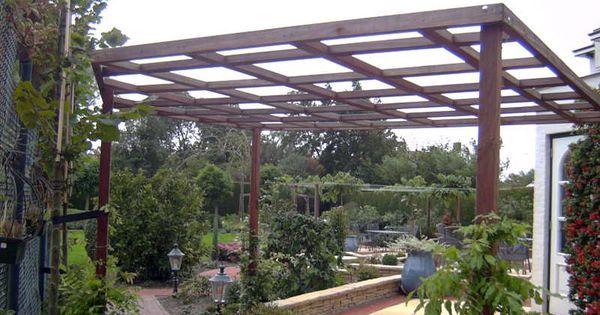 Een pergola gemaakt van hardhouten liggers en staanders inspiratie voor de tuin pinterest - Pergola klimplant ...