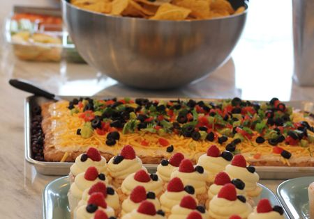 Ideas on the best food for a housewarming party for Housewarming party food menu