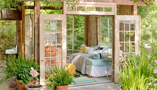 Amazing little garden house from Better Homes & Gardens. Could do a