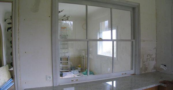 fen tre guillotine sur cuisine encastr e s paration. Black Bedroom Furniture Sets. Home Design Ideas