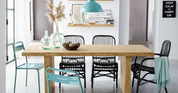 Salle manger d co scandinave chaises bleues et noires table en bois cabin - Belle table a manger ...