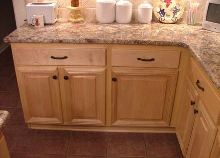 Maple cabinets with wrought iron hardware kitchen remodel pinterest houten kasten keuken - Redo keuken houten ...