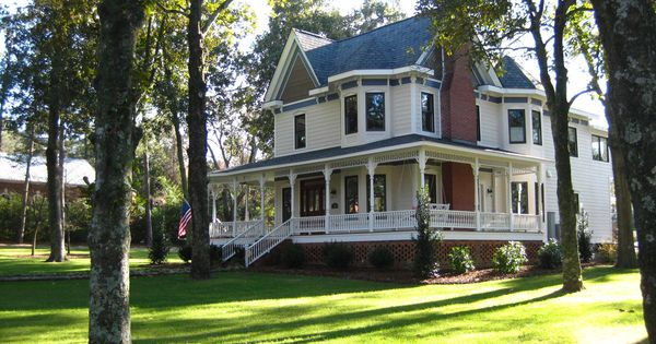 dream house! huge yard wrap around porch with a swing! perfect!