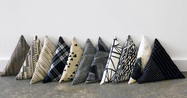 삼각 쿠션 Sight Unseen: Mociun Mini Triangle Pillows.  쿠션  Pinterest ...
