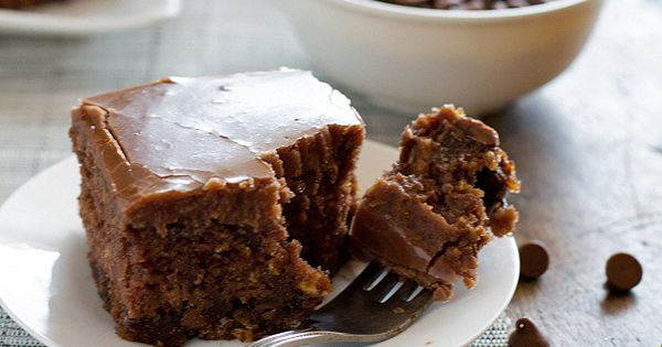 THE WORLD'S BEST CHOCOLATE OATMEAL CAKE. This world's best chocolate oatmeal cake
