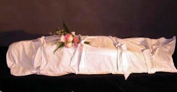 تفسير حلم عناق الميت Pillows Bed Pillows