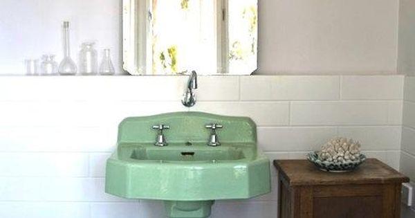 salle d 39 eau vier vert mon beau miroir pinterest salles de bains vintage pi destal et. Black Bedroom Furniture Sets. Home Design Ideas