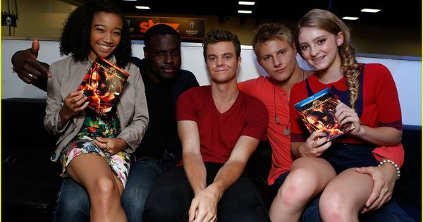 who is cato dating in the hunger games