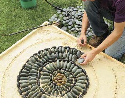 garden ideas. how to make a pebble mosaic