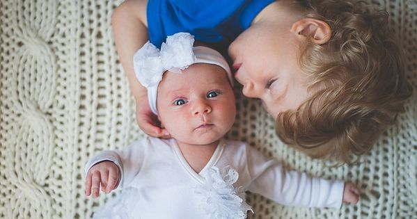 lifestyle newborn photos, newborn with sibling, big brother, baby sister, siblings, sibling