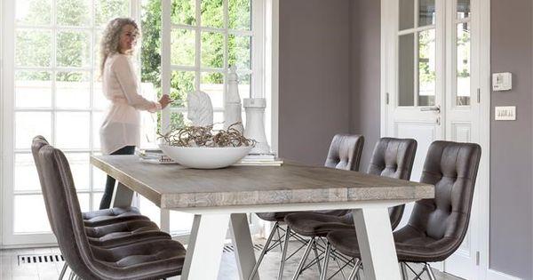 Deze eigentijdse eettfafel van het merk Henders u0026 Hazel uit de Istrana ...