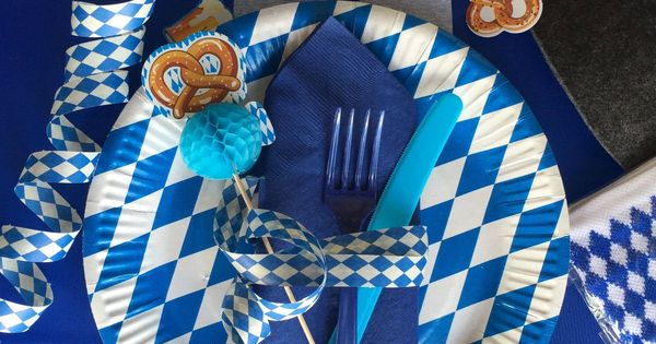 oktoberfest deko in weiss blau oktoberfest pinterest. Black Bedroom Furniture Sets. Home Design Ideas