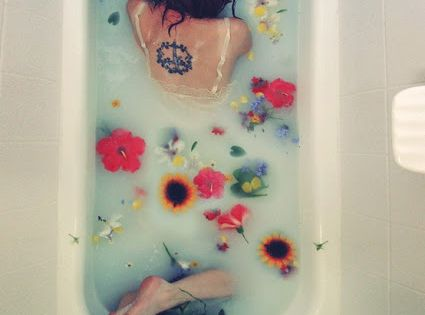 10 things to add to your bath water to detox your body,