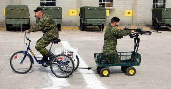 Momento De Recortes En El Ejercito Español Imagenes De Humor Humor Militar Imágenes Graciosas