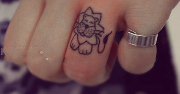 Free Tattoo Designs: Little lion tattoo on the finger