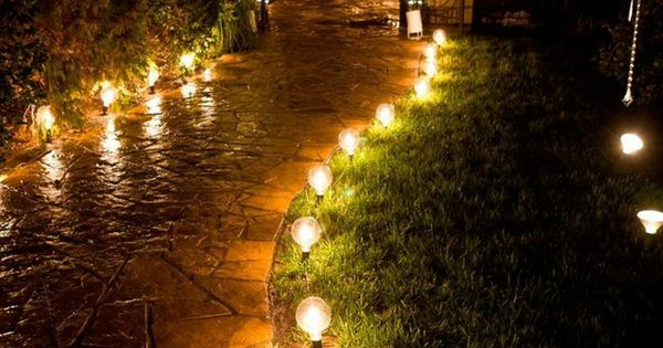 Camino con luces jardin pinterest caminos luces y for Iluminacion caminos jardin