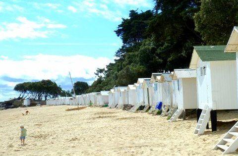 Cabines De Plage Aux Dames Bois De La Chaise Noirmoutier En L Ile Mes Photos De Vacances Cabine De Plage Cabane De Plage Photo Cabine