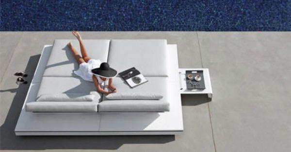 Manutti 39 S Luxurious And Modern Outdoor Belgian Furniture