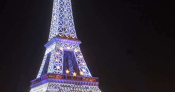 La Tour Eiffel in blue light