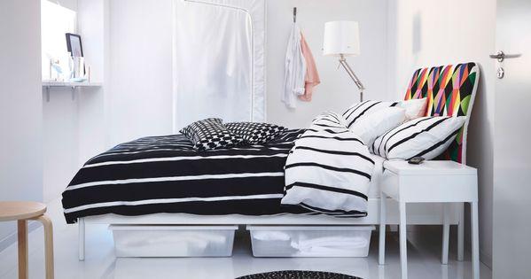 schwarz wei es schlafzimmer mit duken bettgestell bunt mit tuvbr cka bettw sche set in schwarz. Black Bedroom Furniture Sets. Home Design Ideas