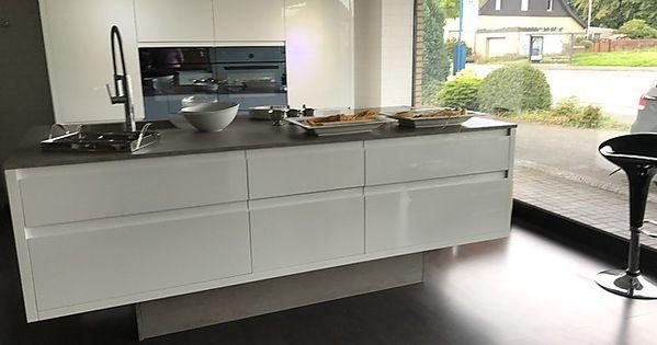 Hausmarke Musterkuche Musterkuche P 5 Hochglanz Lack Ausstellungskuche In Bielefeld Von Kuchenhaus Erich Pohl Musterkuchen Kuchen Design Kuche Mit Insel