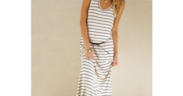 striped maxi dress matched with fedora hat