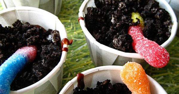 Gummy Worm Dirt Cups sometimes known as: dirt cake chocolate pudding oreo