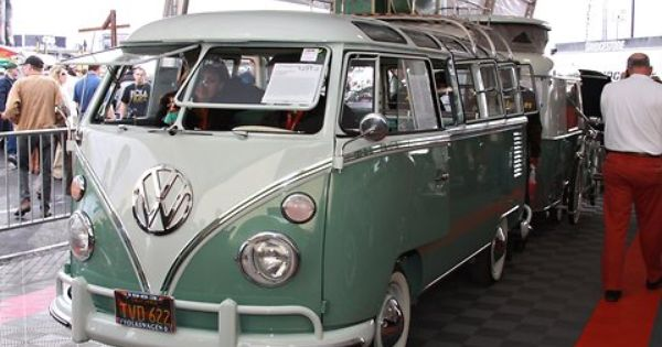 A Volkswagen Bus With No Junk In Its Trunk With Images Vintage