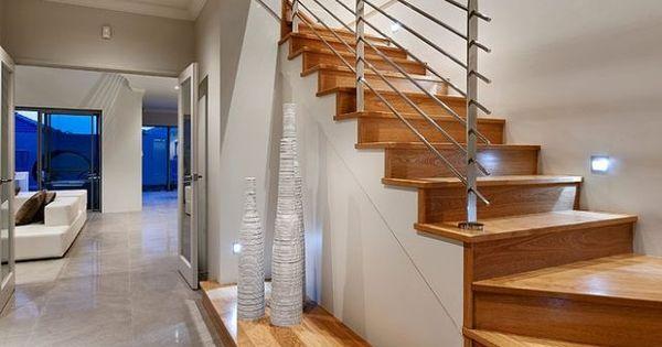 modernes treppen design wei er unterbau handlauf aus stahl treppen pinterest design. Black Bedroom Furniture Sets. Home Design Ideas