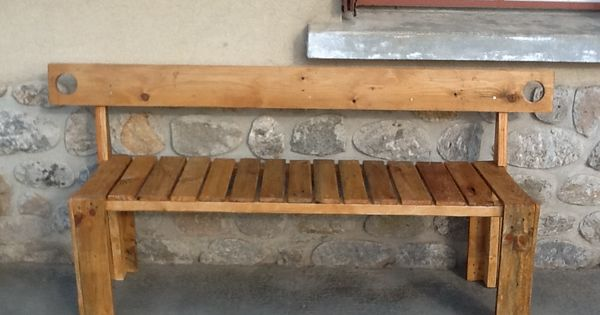 banc en bois de palette construction pinterest pallet benches pallets and benches. Black Bedroom Furniture Sets. Home Design Ideas