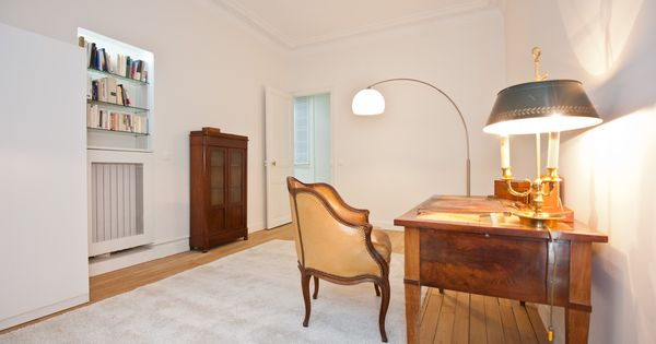 D coration d 39 un bureau dans un appartement haussmannien for Meuble contemporain paris