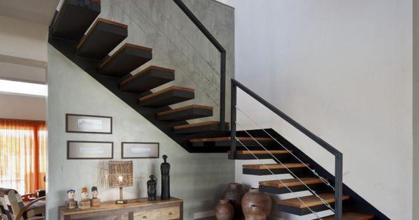 moderne kragtreppe schwarz gel nder holz design treppe. Black Bedroom Furniture Sets. Home Design Ideas