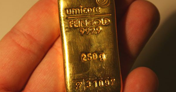 250 Gram Gold Bar A Quarter Kilo Or Just Over 8 Troy Ounces Http Www Coinandbullionpages Com Gold Bullion Bars Gold Bullion Bars Gold Bullion Gold Money