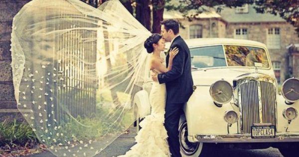 Wedding photo idea (love the vintage car)
