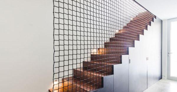 Blanc immacul pour maison contemporaine fondue dans la for Architecture quebecoise