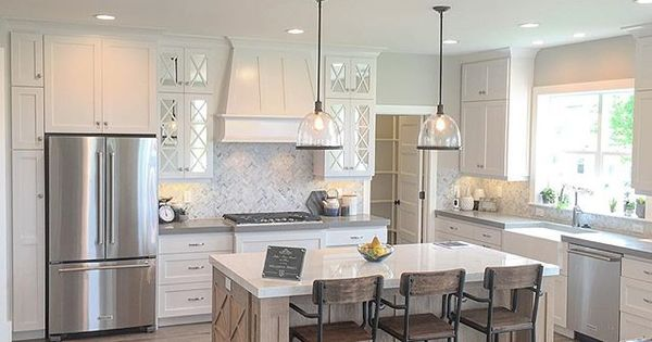 Simple and open kitchen. Plenty of space between the ...