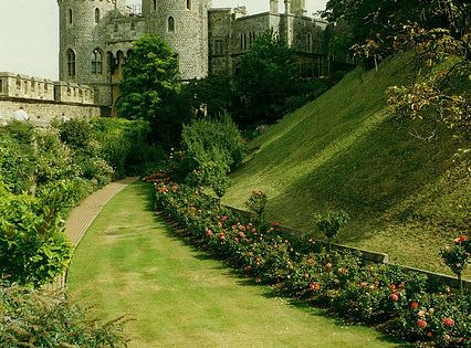 Moat And Norman Gate Windsor Castle England Castles