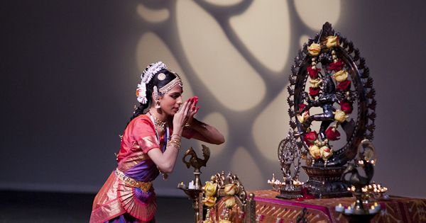 Bharatanatyam arangetram stage decoration arangetram for Arangetram stage decoration ideas