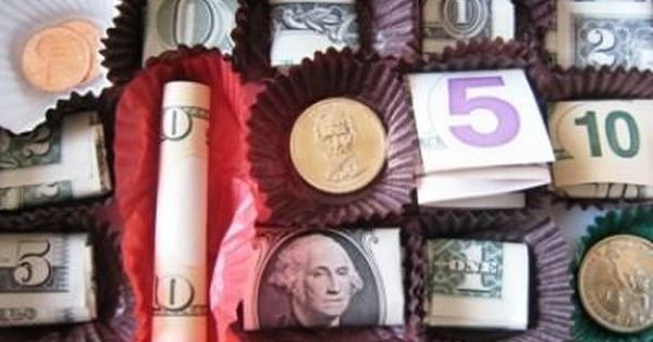 Cute gift idea maybe for Christmas: Box of Chocolates Money Gift