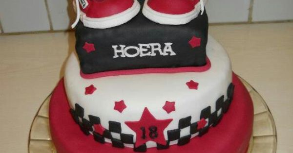 Super sweet 18 by Donna Kunz | Amazing (cup)cakes | Pinterest