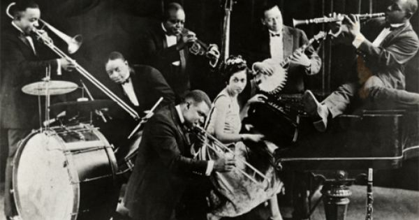 jazz swing era The swing era is from 1935-1945 for more examples of swing era songs, please visit our best of the 1940's song listswing music was created in the early years by big bands with bandleaders.