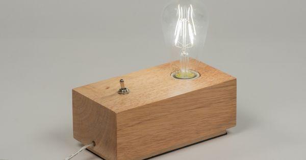 Artikel 10138 stoer en minimalistisch een tafellamp van hout de genialiteit van deze lamp zit - Nachtkastje schans ...