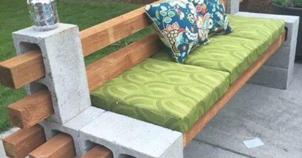 Hermoso sill n de jard n con bloques de cemento y madera for Sillon terraza madera