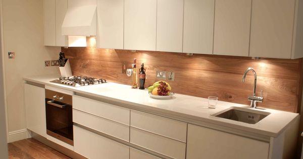 Compleet witte keuken onderbouw wasbak en greeploos kitchens by frontz pinterest keuken - Scheiding in hout deco interieure ...
