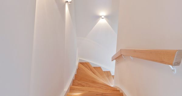Nat rliche treppenstufen mit dezenter beleuchtung der for Lampen neu isenburg