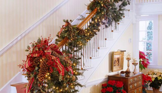 Pinecones add texture to this dramatic stairwell - Traditional Home® Did this